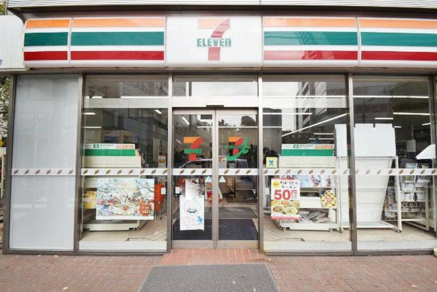 コンビニ セブン-イレブン 世田谷新町3丁目店まで525mです。