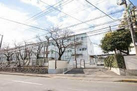 中学校 世田谷区立深沢中学校まで791mです。
