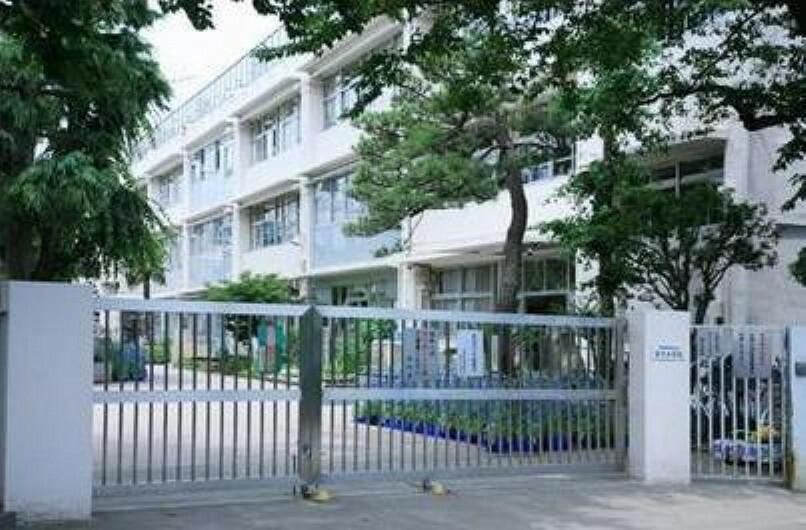 小学校 世田谷区立深沢小学校まで982mです。