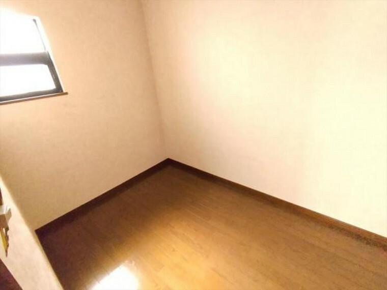 収納 (リフォーム済)2階の納戸は天井・壁のクロスを貼替し、床をクリーニング後ワックスがけしました。