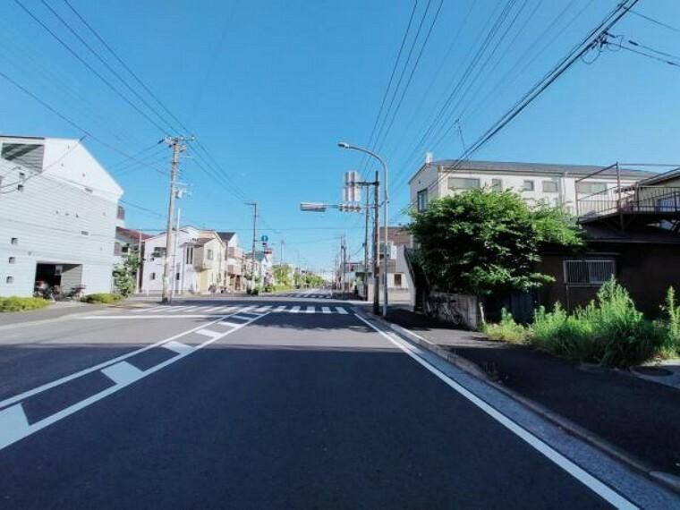 現況写真 全面は公道 幅員約18mに約4.79m接道しています