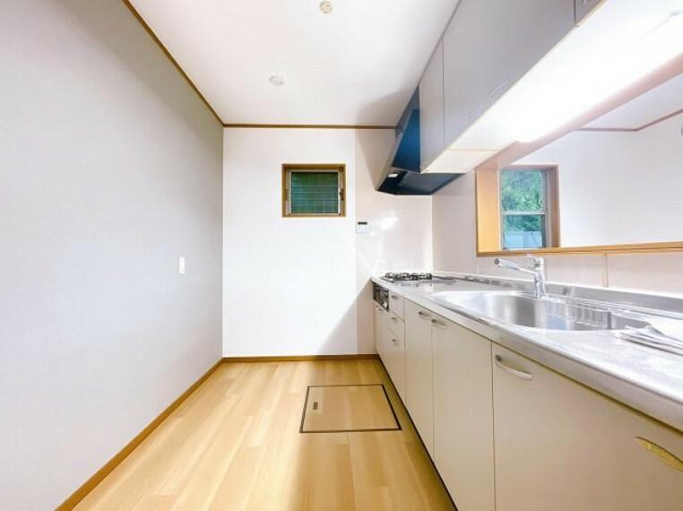 キッチン キッチンは水栓を新規交換済み。気持ちよく料理できますね