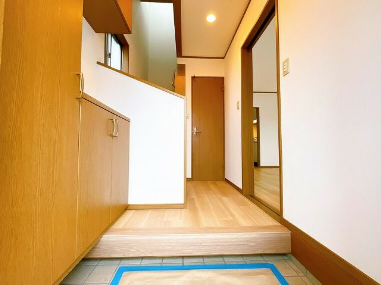 玄関 開放的な広い玄関です