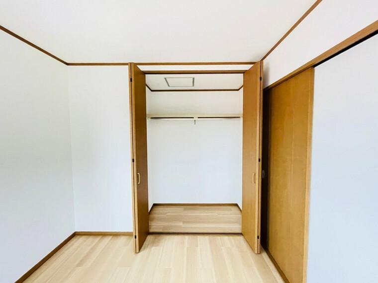 収納 各居室に収納があるためモノがあふれる心配もございません