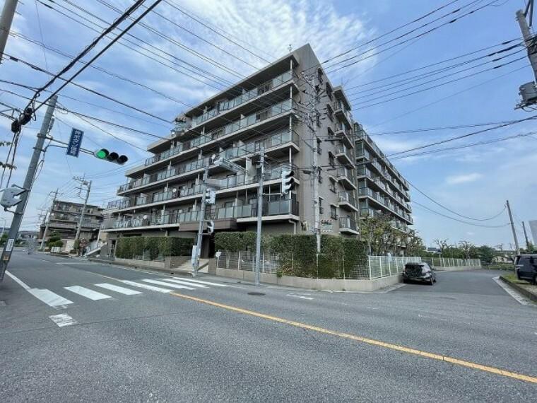 外観写真 ファミール春日部弐番館 総戸数68戸 防犯に配慮したオートロックの安心マンションです