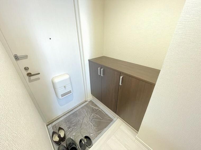 玄関 玄関は収納スペースもしっかり確保 いつもきれいな玄関を保つことができます。