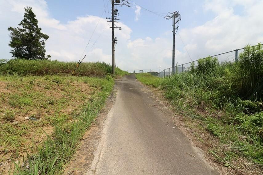 外観・現況 南東側 公道 約4.2m