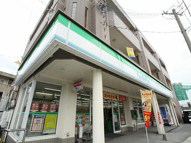 コンビニ ファミリーマート繁多川四丁目店まで車で3分