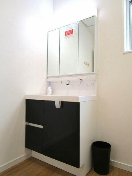 脱衣場 上質な洗面空間がゆとりの時間を演出