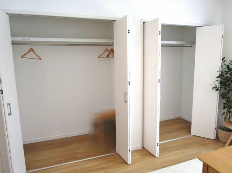 洋室 たっぷりの収納スペースでいつでも住空間がスッキリ保てそう
