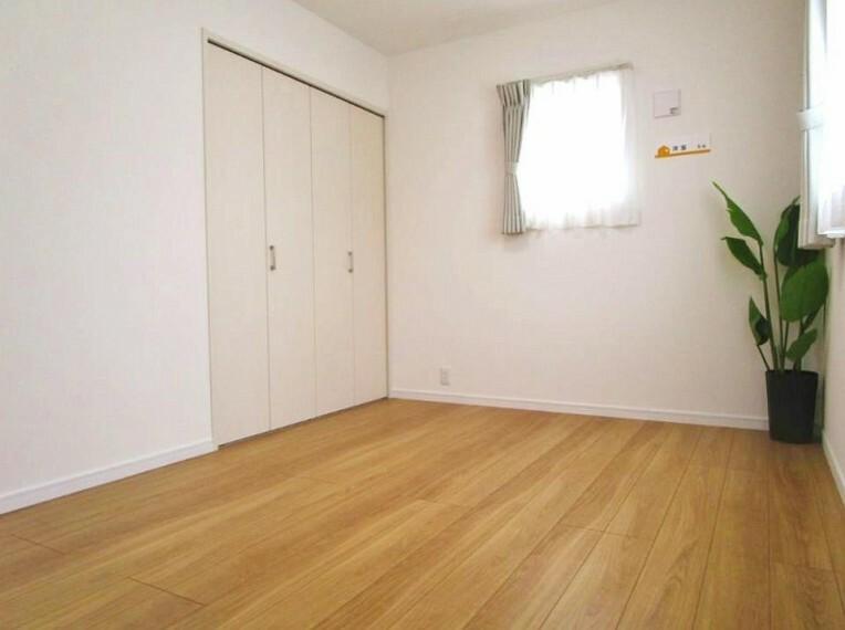 寝室 木の温もりがやさしいフローリングは安らぎをもたらす住空間