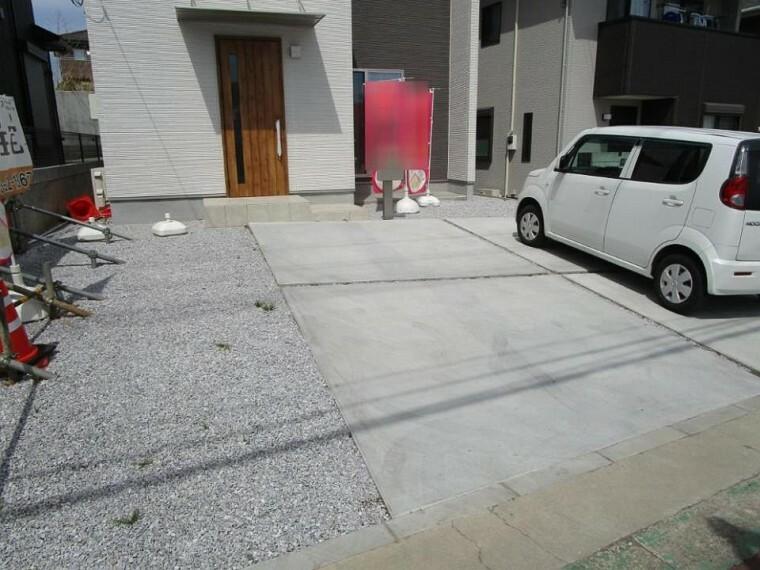 駐車場 並列2台駐車可能なゆとりのカースペース