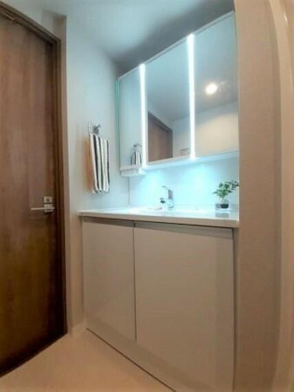 洗面化粧台 クッションフロア貼替 防水パン設置