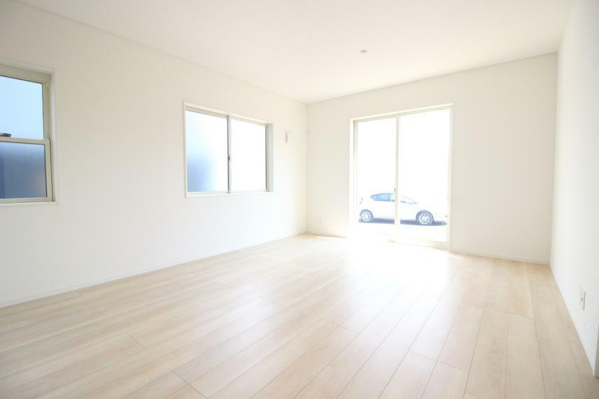 居間・リビング 15.0畳の広々としたリビングです (^^)/ 同社施工例
