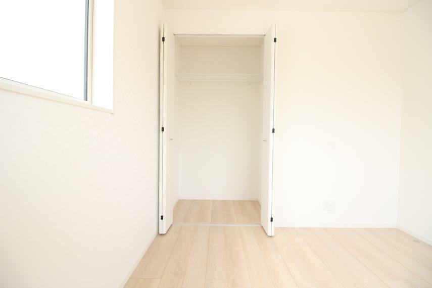 収納 洋室 7.2畳の洋室です 同社施工例 同社施工例 クローゼットも付いています