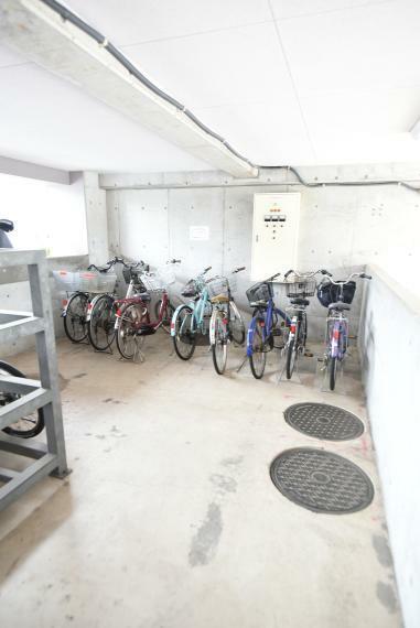駐輪場 駐輪場あり。屋根付きで雨に濡れる心配なし!