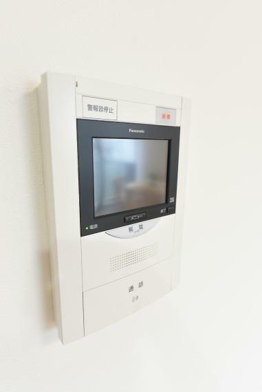 TVモニター付きインターフォン 訪問者の顔を確認できるから安心!