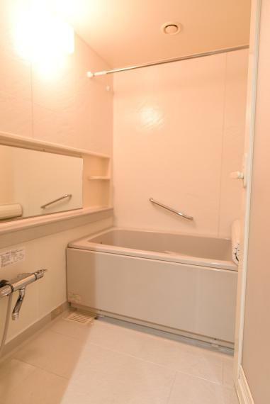 浴室 ゆったりとした広さのバスルームで1日の疲れを癒せます。浴槽・鏡・水栓交換済です。
