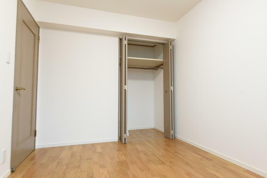 寝室 各部屋収納付きで荷物が多くてもすっきり片付きます!