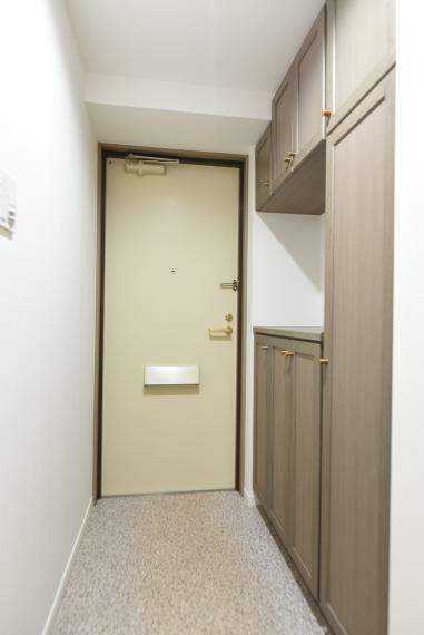 玄関 玄関は収納力のあるシューズボックス完備!お気に入りの靴もスッキリ収納できます!