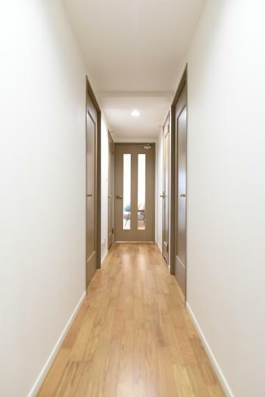 玄関 フローリング・壁紙交換済でまるで新築のような内観!