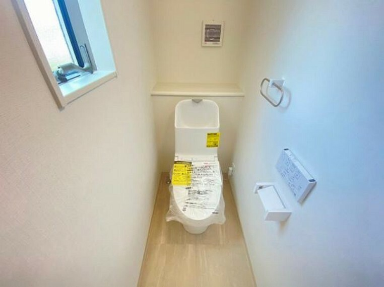トイレ 水廻りに窓があり。こまめに換気ができます!