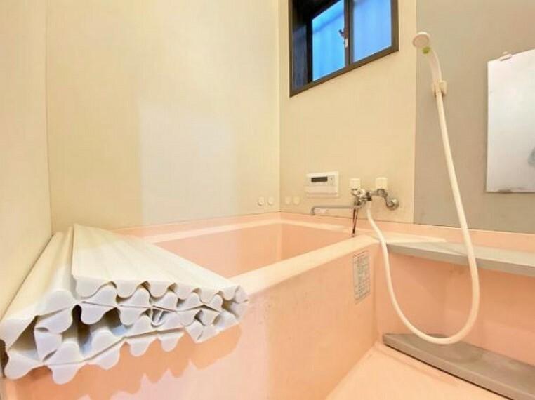 浴室 小窓付きの浴室は換気もバッチリ