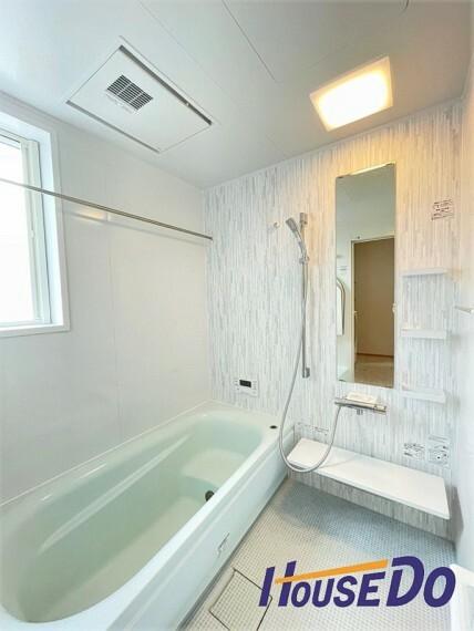 浴室 2階に浴室があります!清潔感あるホワイトカラーで統一。一日の疲れを癒してくれる場所だからこそ、一番落ち着く場所で有り続けます。浴室乾燥機・追い炊き機能も搭載。