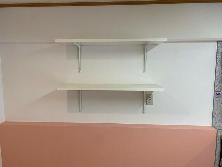 収納 キッチン横の収納スペースです。 置き場所に困る調味料などの置き場所に出来ます。