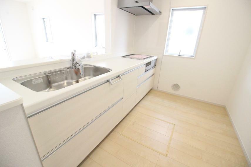 キッチン 広々としたキッチンですのでお料理が楽しみですね IHクッキングヒーター使用です 同社施工例