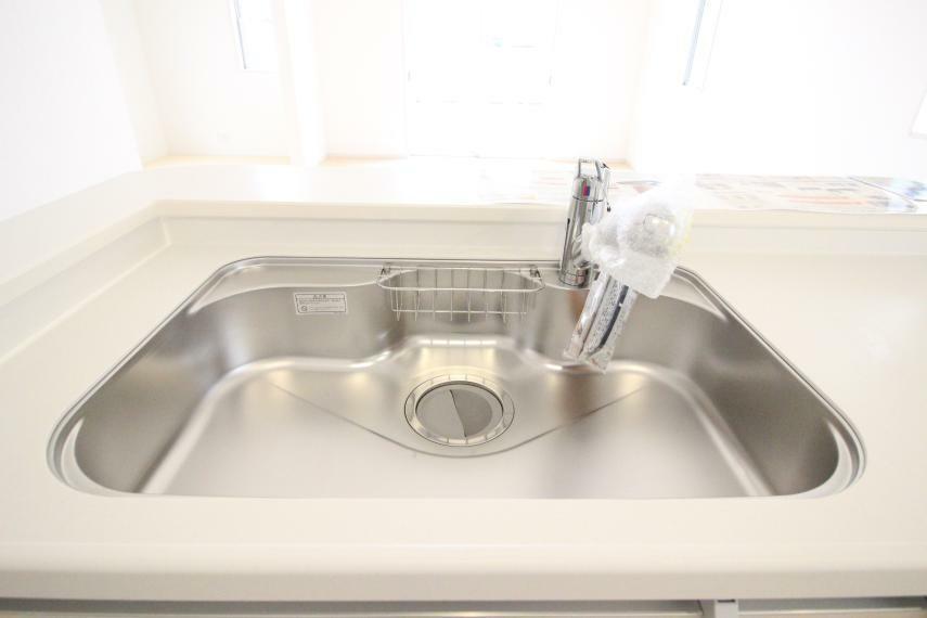 キッチン シンクも広々としてますので食器洗いも快適ですね 同社施工例