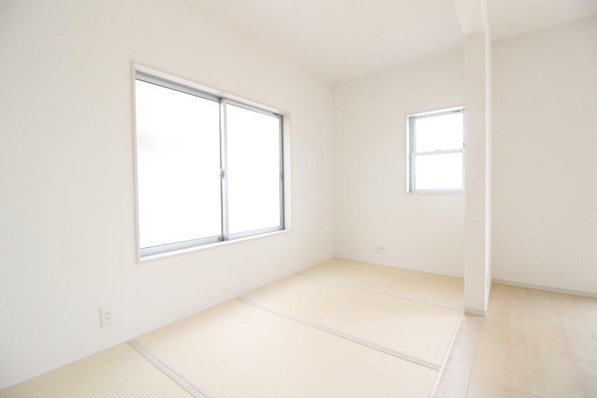 和室 4.5畳の和室コーナーもございます お客様が来ても和室がある客間としてもお使いできます 同社施工例