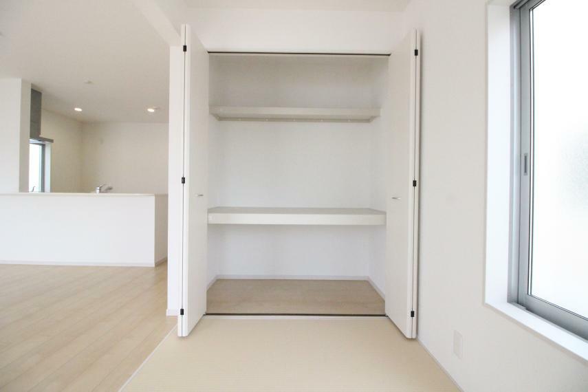 収納 和室コーナーにもクローゼットがありますので収納に便利ですね。 同社施工例