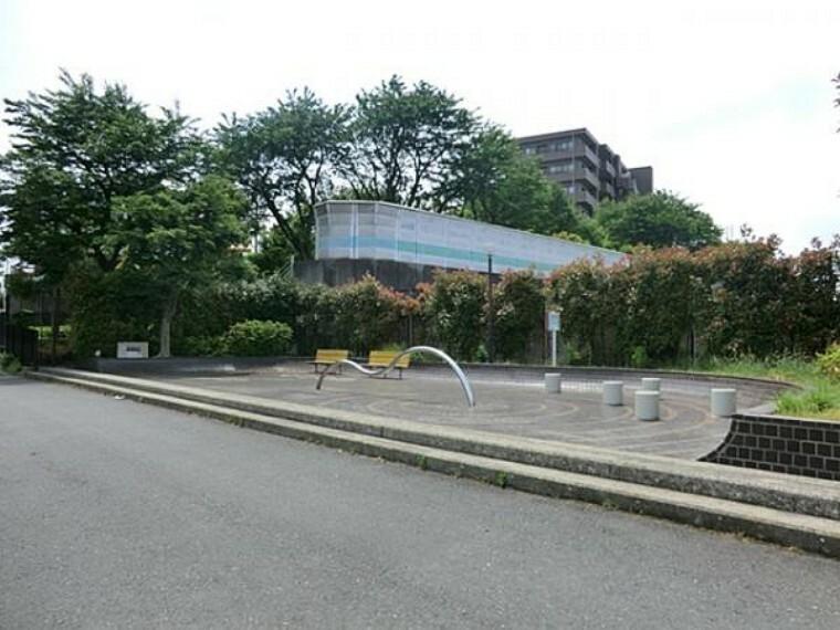 公園 瀬戸ヶ谷紫陽花公園 約180m