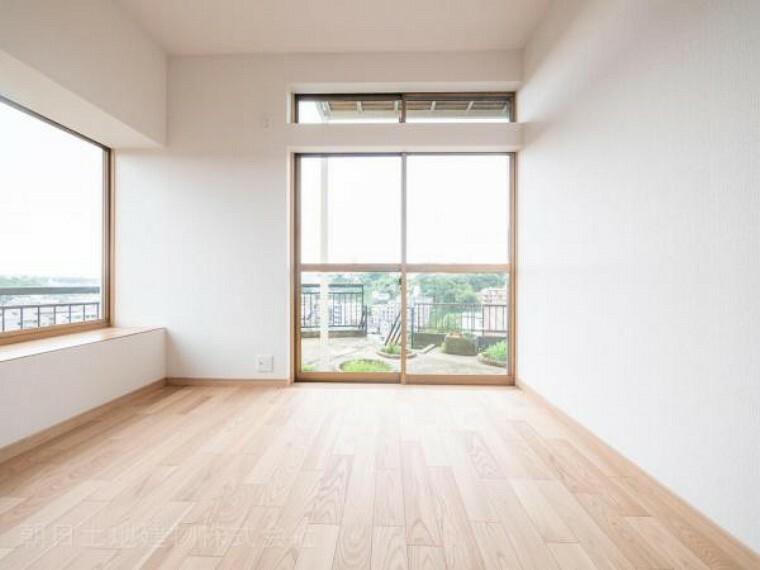 居間・リビング 【LDK】リビング、ダイニング、キッチンと一体感があり自然と会話が弾みます