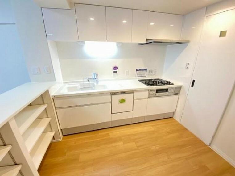 キッチン 広々としたキッチンで家事もはかどりますね