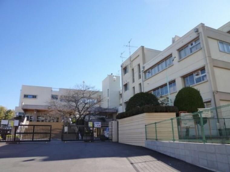 中学校 【中学校】富士中学校まで980m
