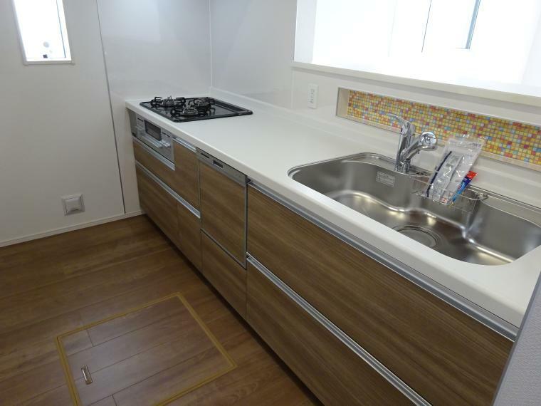 キッチン 使いやすい食洗機付き対面キッチン(同仕様)