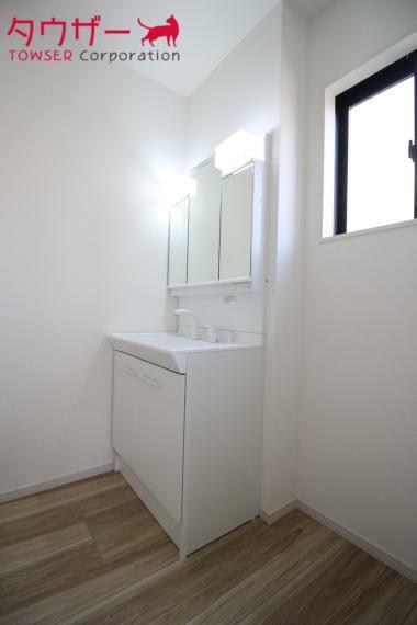 洗面化粧台 朝の支度にも助かる、独立の洗髪洗面化粧台(^_-)同社施工例