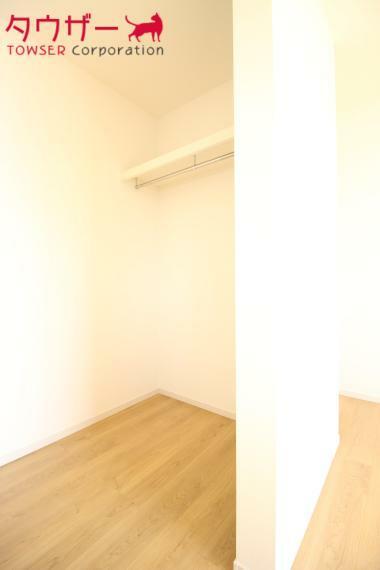 ウォークインクローゼット 寝室 7.7帖の寝室です 同社施工例  クローゼットも付いています