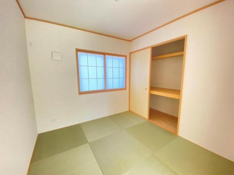 和室 <同仕様写真>和室はお子様の遊び場やパパの休日のお昼寝スペースなど、いろいろな用途にお使いいただけます。そして、いぐさのとってもいい香り~ぃ!