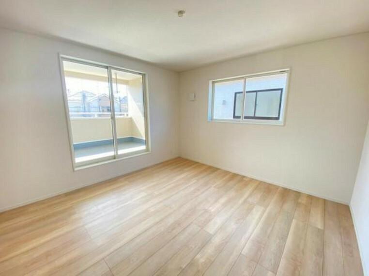 洋室 <同仕様写真>洋室は白が基調のデザインですので、お子様がそれぞれ自分の好きなお部屋にカスタマイズ!大人の趣味部屋としてもいいかもしれませんね!