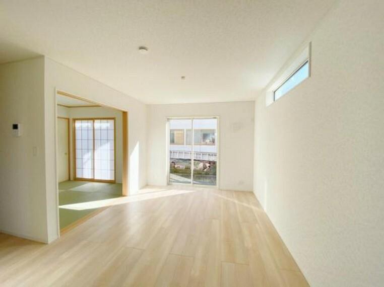 同仕様写真(内観) <同仕様写真>開放感と採光にこだわった居心地の良いゆとりあるリビングです!和室をつなげて21.2帖の広々空間!