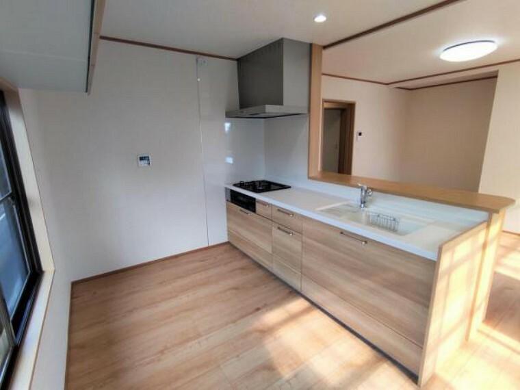 キッチン 【リフォーム済】キッチンは位置を移動し、永大産業製の新品に交換しました。