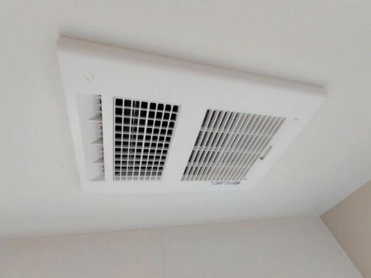 浴室 【リフォーム済】新品交換したユニットバスは浴室乾燥機能付きです。湿気をすみずみまで除去、結露やカビの発生を抑えます。雨の日のお洗濯にも便利ですね。