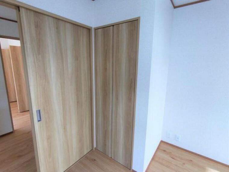 収納 【リフォーム済】南東側洋室にはクローゼットを作成しました。全居室収納付きにリフォームされています。