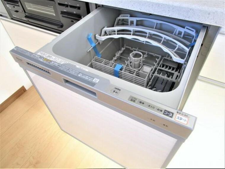 キッチン 【同仕様写真】キッチンは食器洗い乾燥機付きに交換しました。億劫な食器洗いがラクになると嬉しいですね。