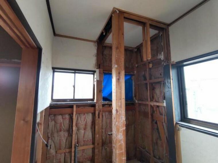 キッチン 【リフォーム中9/4撮影】2階のトイレの写真です。2階に居室がある分、2階からわざわざ下に降りなくてもトイレに行けるので便利ですね。