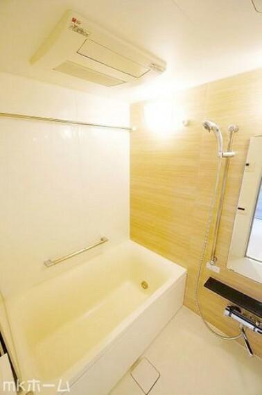 浴室 足を延ばし入浴できる大きな浴槽は一日の疲れを癒してくれる空間です!癒しのひと時をお過ごしください!