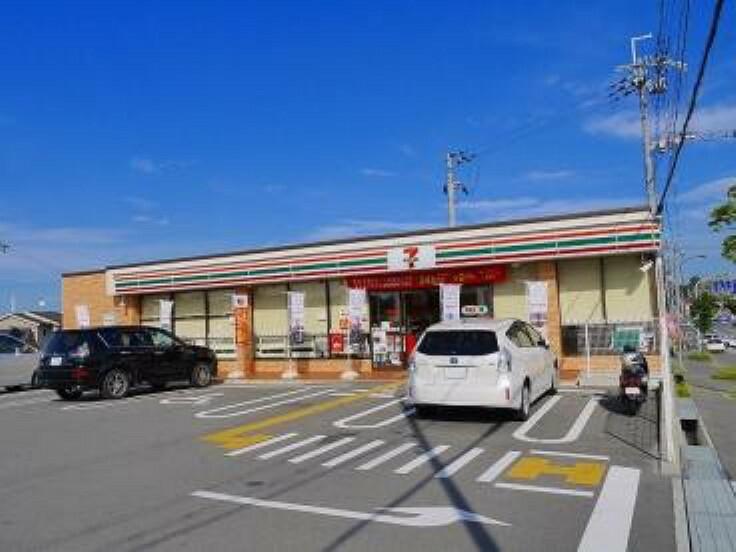 コンビニ 【コンビニエンスストア】セブンイレブン 奈良神殿町店まで605m